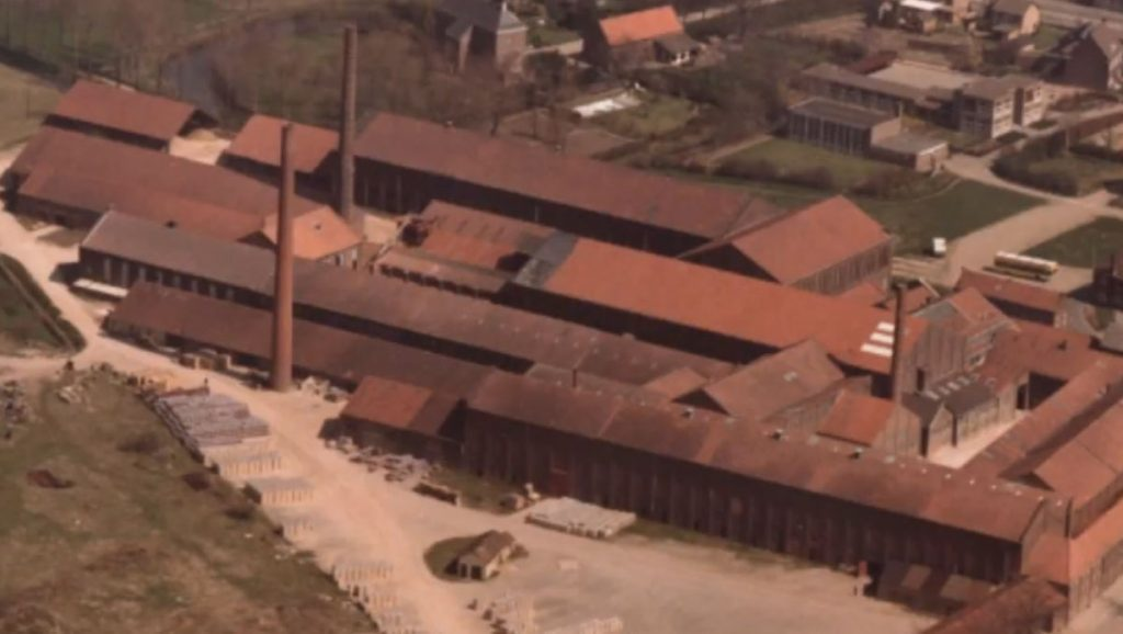 Echterlandj: Natuurschatten – Dakpannen en kleiwarenfabriek De Valk